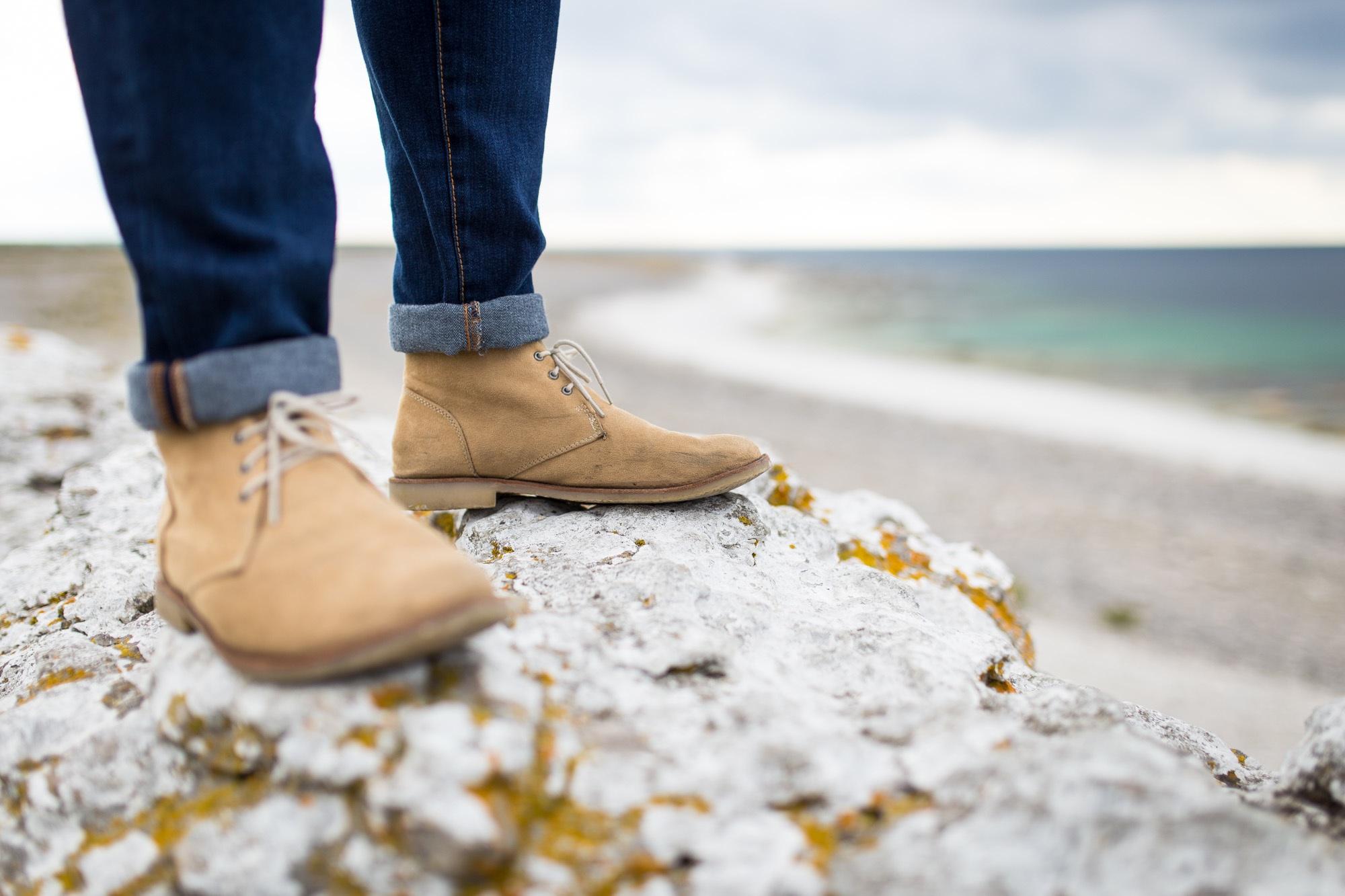 Mand ved strand