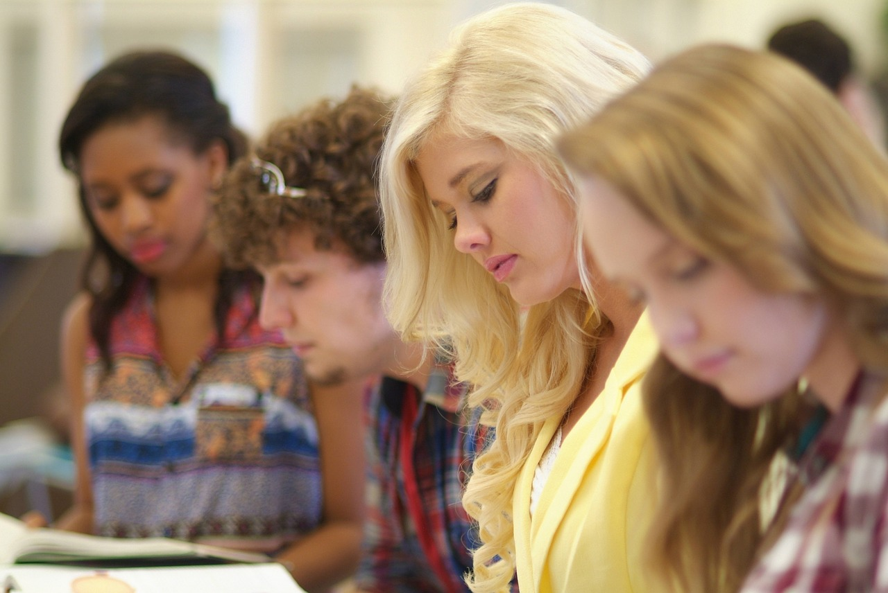 Kvindelige studerende dominerer på flere og flere studier. Det får nogle til at tale om at indføre kvoter, der skal sikre en vis andel af mandlige studerende. Billede: Arkivfoto.