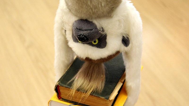 »Jeg hader at skulle opføre mig som en dresseret abe«, siger forfatter Hanne Højgaard Viemose om det at være kvindelig forfatter i Danmark.