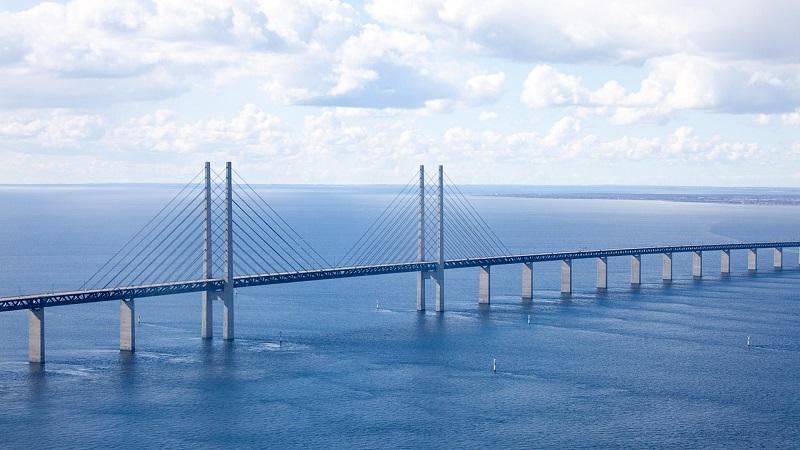 Du kan ikke længere møde en tjenestemand i funktion på den anden side af Øresundsbroen. Billede: Arkivfoto.