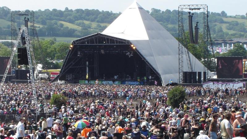 Den pyramideformede scene på musikfestivalen Glastonbury. Billede: Arkivfoto.