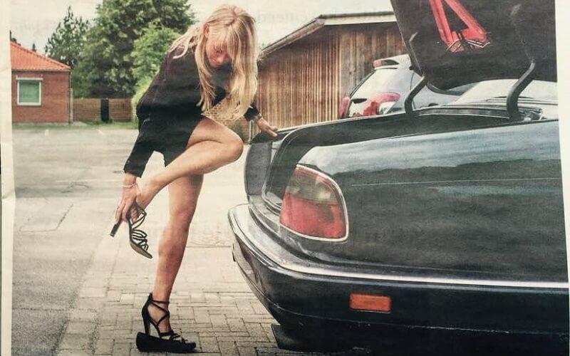 Jeg skammer mig på mit køns vegne over nødvendigheden i at bruge flashy tricks som at flashe inderlår og hulkort kjole!, skriver kvinder på Facebook som reaktion på dette billede af Nye Borgerliges formand, Pernille Vermund.