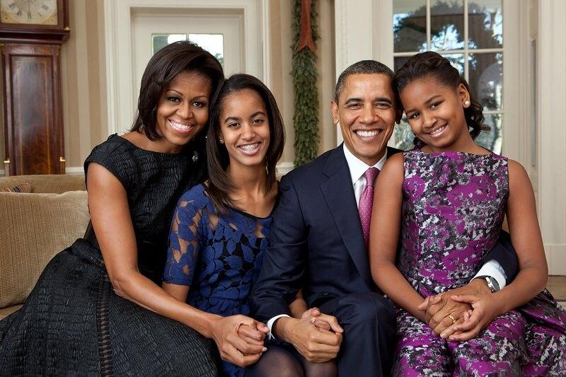 - Som jeg blev ældre, indså jeg, at mine idéer om at være en 'tough guy' eller 'cool guy' bare ikke var mig. De var en manifestation af min ungdom og usikkerhed. Livet blev meget lettere, da jeg begyndte bare at være mig selv, skriver Barack Obama blandt andet i sit essay om køn og ligestilling. Billede: Arkivfoto.