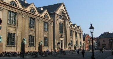 Feminist, der mener, at alle hvide mennesker er racister, skal undervise på Københavns Universitet – i racisme
