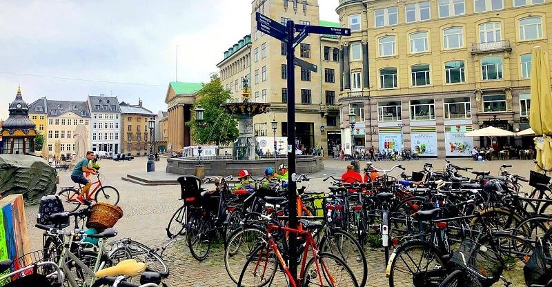 Blot 27 procent af danskerne opfatter sig selv som feminister. Det viser ny test på dr.dk, som DR har publiceret efter massiv indsats for at overbevise danskerne om feminismens lyksaligheder. Billede: Pixabay.com.