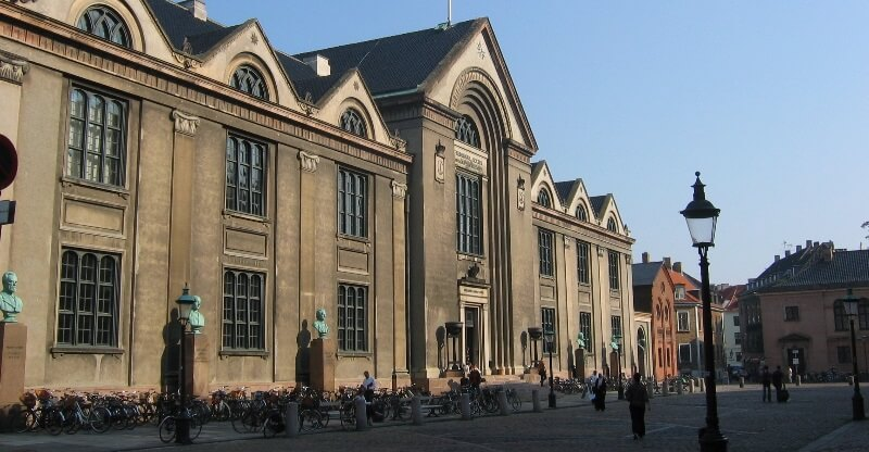 Obligatorisk undervisning i ubevidste bias er en del af virkeligheden på Københavns Universitet. Billede: Wikimedia Commons, MrBprints.
